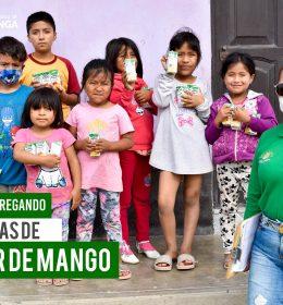 SEGUIMOS ENTREGANDO NECTAR DE MANGO A LOS NIÑOS DE PARAMONGA